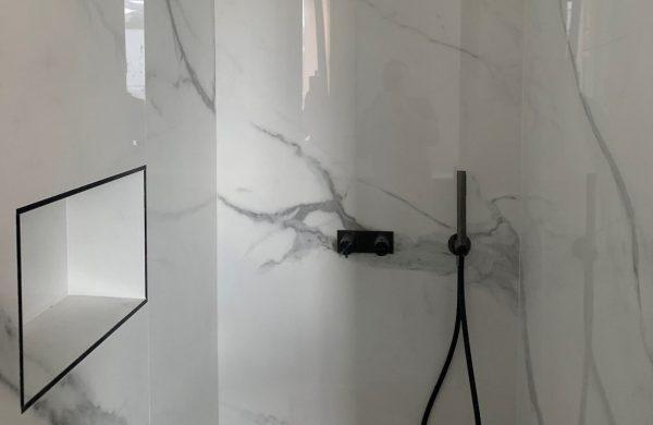 projet Ribastone renovation de salles de bain appartement Annecy (haute savoie) utilisation de céramique grand format